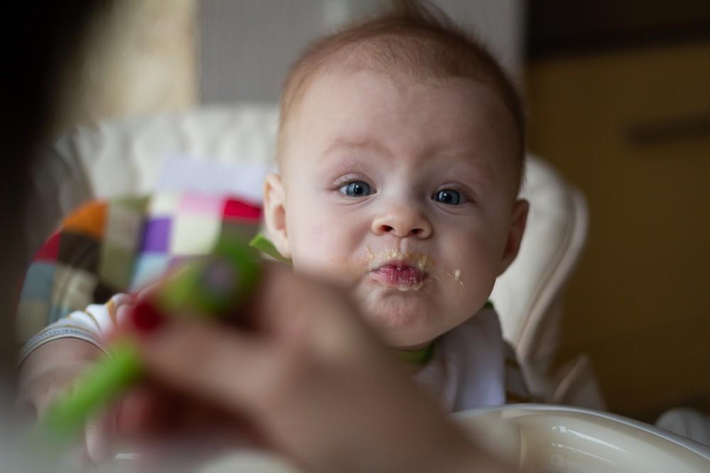 carnea la bebelusi cand se introduce