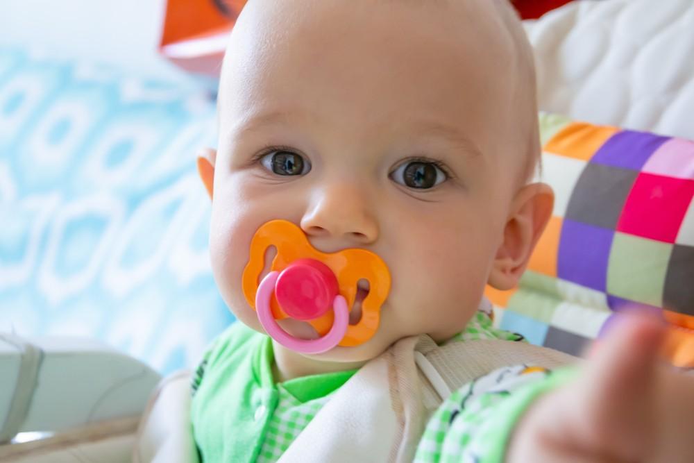 de ce sughite bebelusul