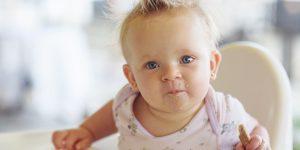 Pericolul inecarii cu alimente la copii
