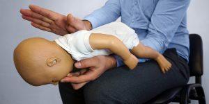 ce trebuie sa faci daca bebelusul s-a incat cu alimente