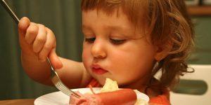 Alimente pe care NU ar trebui sa le incluzi niciodata in alimentatia copilului