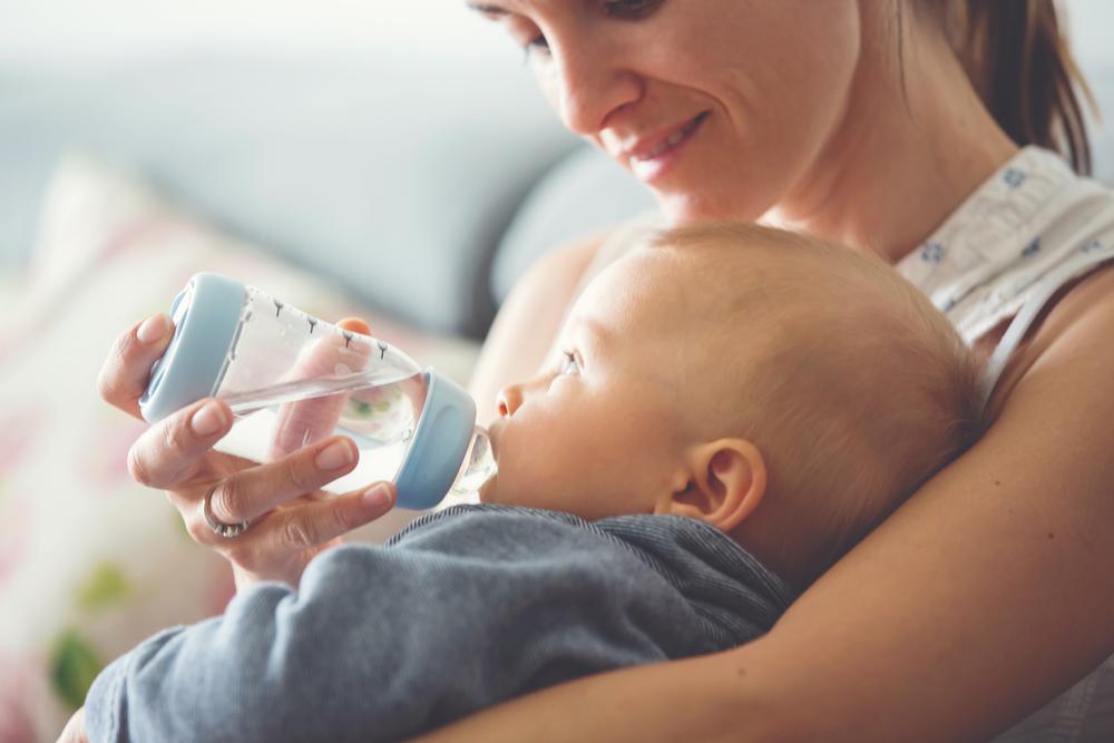 hidratezi corect pe bebe in conditii normale si cand este bolnav