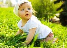mersul de-a busilea in patru labe la bebelusi