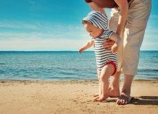 cand poate merge bebe prima data la mare