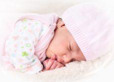 bebe transpira in timpul somnului
