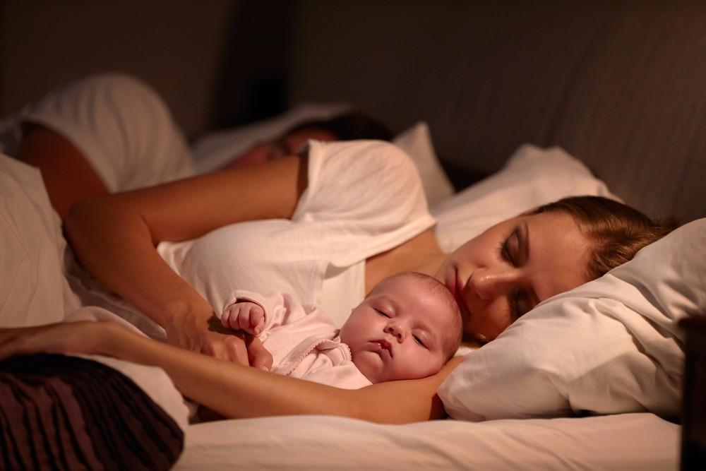 mama se odihneste mai bine cand doarme cu copilul