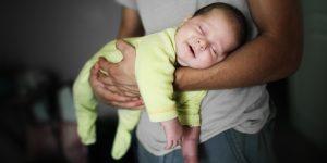 Pozitii sigure in timpul somnului pentru nou nascuti