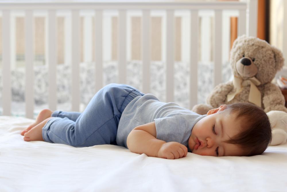 la ce ora adorm copiii