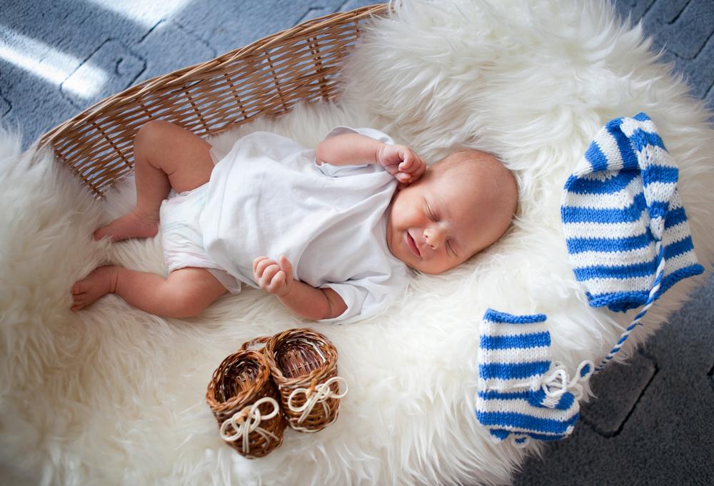 bebelusul lasat singur sa doarma