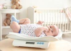 cresterea in greutate la bebelusul alaptat bebe pe cantar