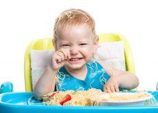 La ce varsta ar trebui copilul sa manance singur