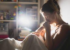 Bebelusul vrea sa isi petreaca toata noaptea la san