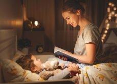 poveste seara mama citeste din carte copilului mic