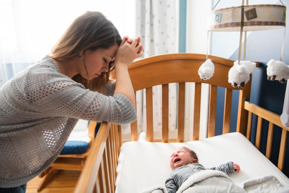 bebelus solicitant unde greseste mama