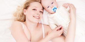 Co-sleeping in acelasi pat cu bebelusul