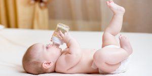 De cand pot bea bebelusii apa si de care