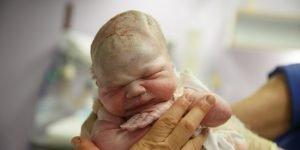 nasterea bebelusului prima respiratie