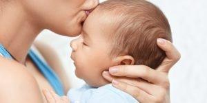 bebe 5 luni vrea numai in brate