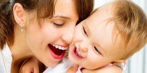 Comunicarea cu bebelusul ii dezvolta inteligenta