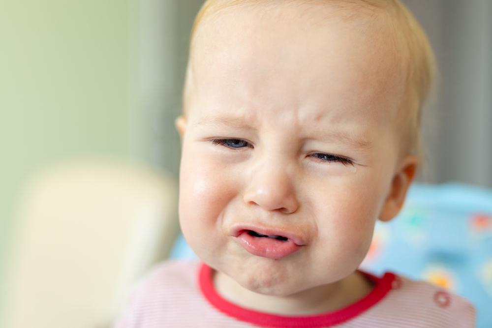 cum ne comportam cu calm cand copilul are un tantrum