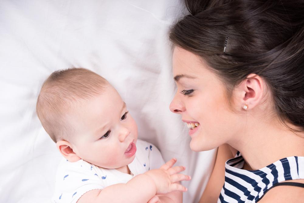 copilul tau este foarte atasat de tine si nu poti pleca nicaieri fara el
