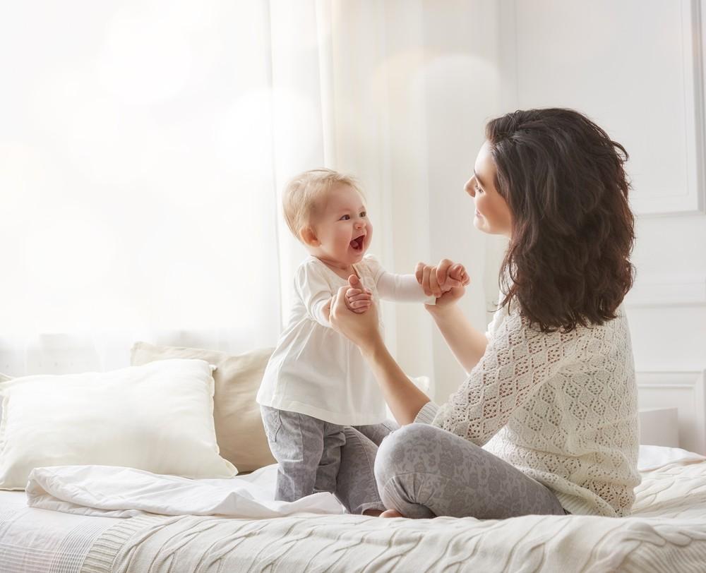 bebelus invata sa mearga