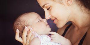 Tinutul bebelușului în brațe