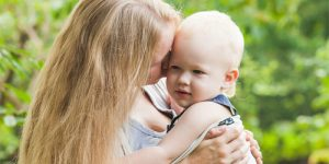 conectarea-mama-bebelus-in-primul-an-de-viata-intoarcerea-la-natural.jpg