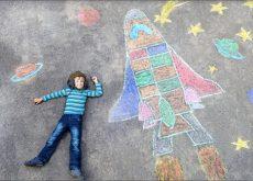 cum-ii-poti-stimula-gandirea-creativa-copilului-tau
