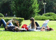 p-la-citim-in-iarba-bucuria-lecturii-a-alungat-norii.jpg
