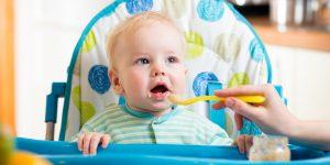 Cât de mult trebuie să mănânce un bebe