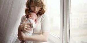 motive pentru care bebe plange