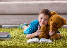 Cum îl faci pe copil să-i placă să citească