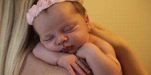 este important sa ne luam bebelusii in brate