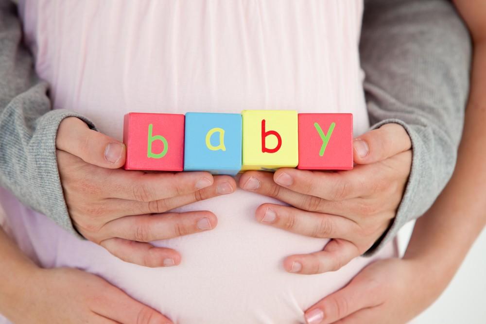 însărcinată cu o fetiță sau cu un băiat