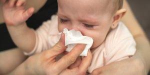 Copilul strănută Curge nasul