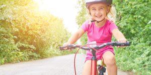 mersul cu bicicleta cum invatam copiii ca trebuie sa respecte reguli de siguranta