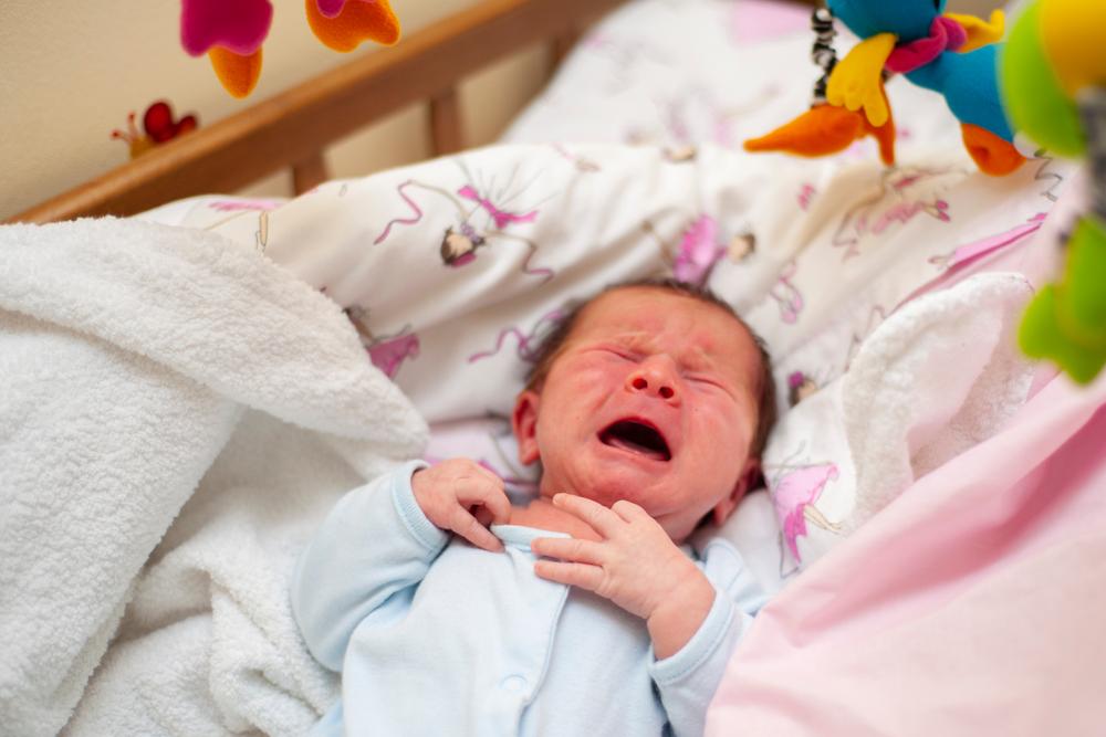 bebe plange din cauza colicilor sau e ora vrajitoarelor