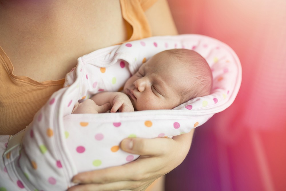 bebe hranit cu lapte praf